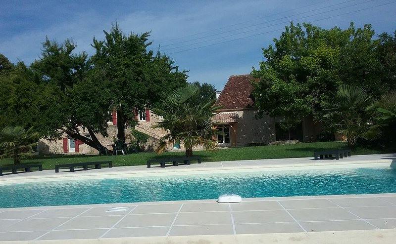Gorgeous Country Gite,  Pool set in acres of pretty gardens 10 mins to Bergerac, holiday rental in Creysse
