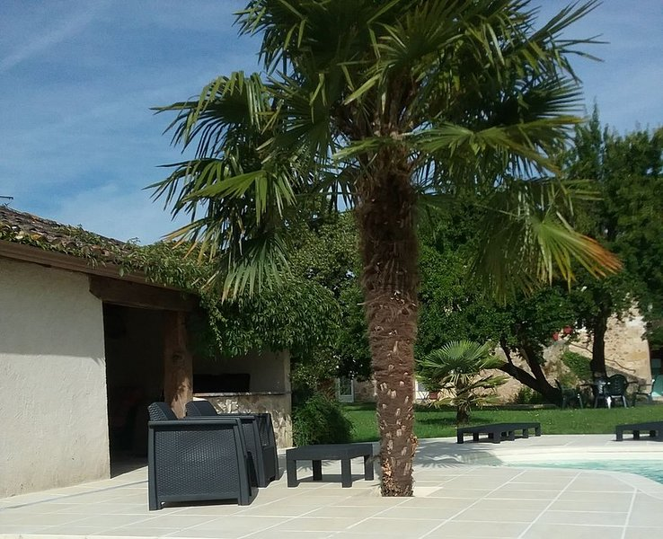 Beautiful Gite for 2 in a peaceful location 10 mins from Bergerac & Airport, holiday rental in Creysse