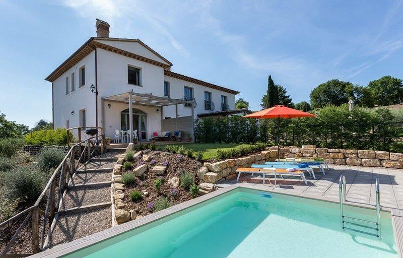 Todi Private 2 bed pool villa, alquiler vacacional en Quadro