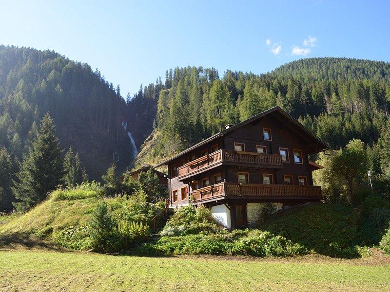 Romantico chalet di montagna in posizione idilliaca dietro la cascata a St Jakob, holiday rental in St. Jakob in Defereggen