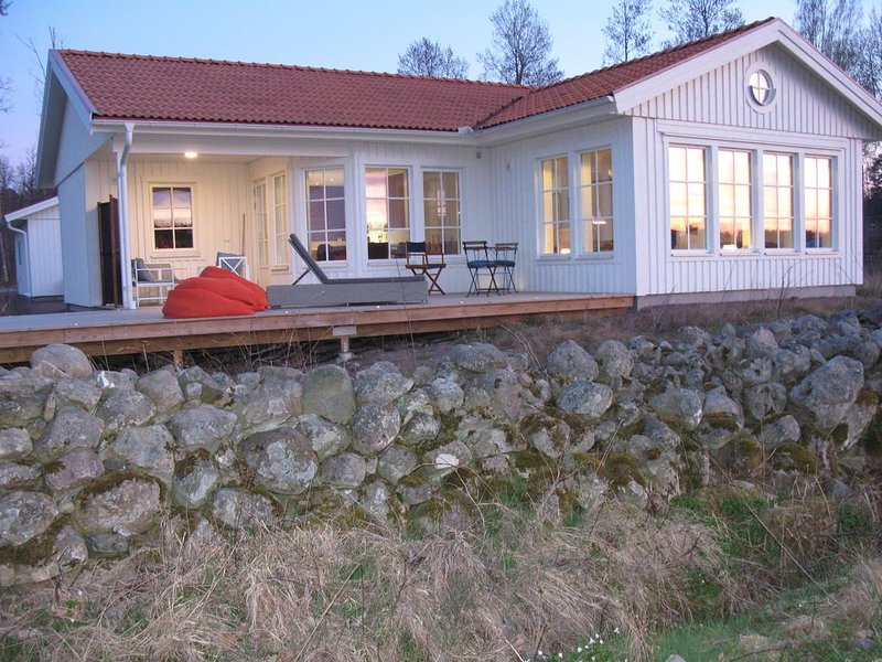 Nybyggd villa vid kusten, aluguéis de temporada em Monsteras