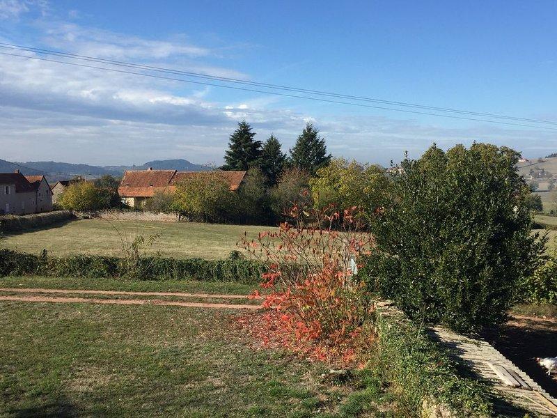 MAISON DE CAMPAGNE entre CLUNY et CHAROLLES, holiday rental in Bois-Sainte-Marie