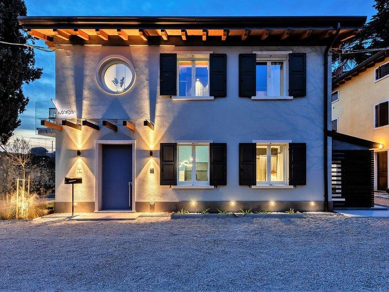 Villa Sul confine con le Terme Colà-Lazise- Wi-Fi e Aria Condizionata-CasaMasa1A, vacation rental in Cola