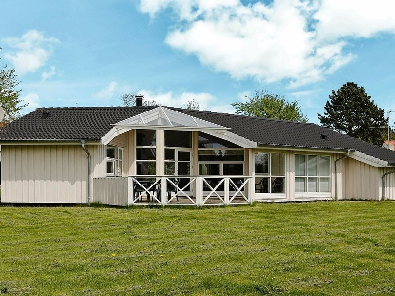 Restful Holiday Home in Gilleleje with Sauna, vacation rental in Copenhagen Region