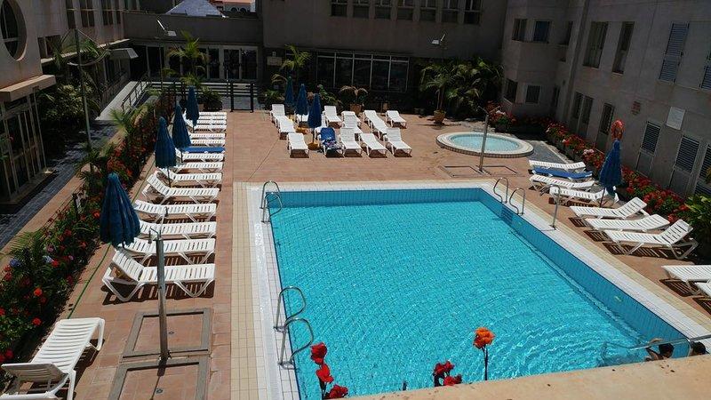 Acogedor apartamento con piscina, en Playa de Sardina�, holiday rental in El Agujero