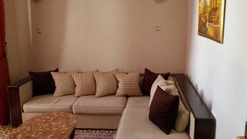 Appartement Plein Centre Ville D'Alger Wifi Climatise Avec Ascenseur, vacation rental in Alger Centre
