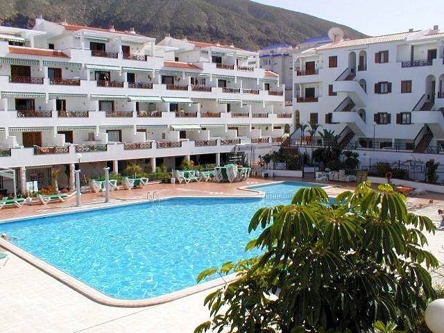 Spacious 1 bed Sea View Apartment close to beach and all amenities, casa vacanza a Los Cristianos
