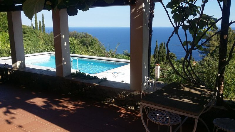 Beautiful  mediterranean cottage with private pool & garden and amazing sea view, casa vacanza a Isola di Giannutri