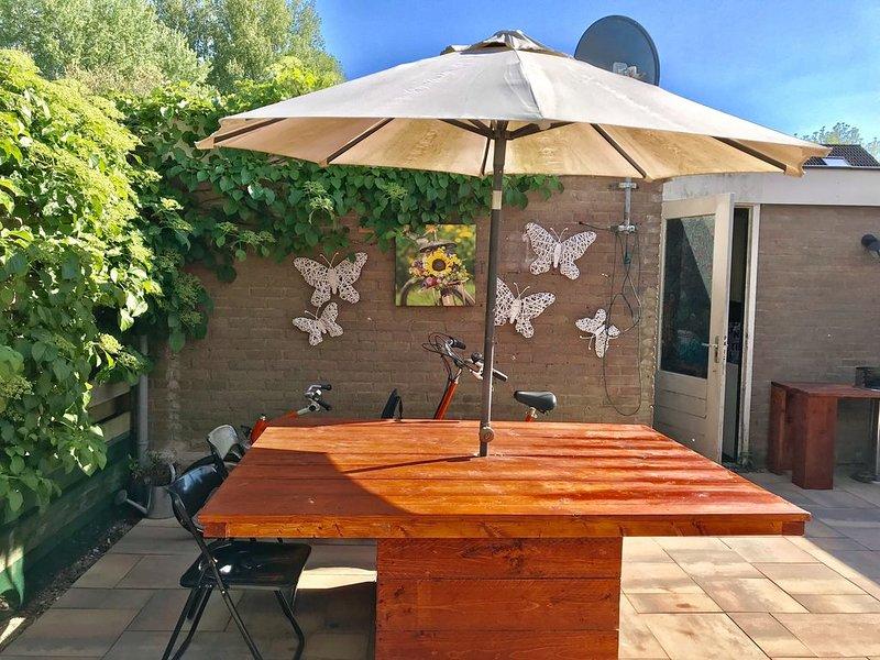 Perfetto per la famiglia! Casa su 3 livelli con giardino., Ferienwohnung in Koggenland