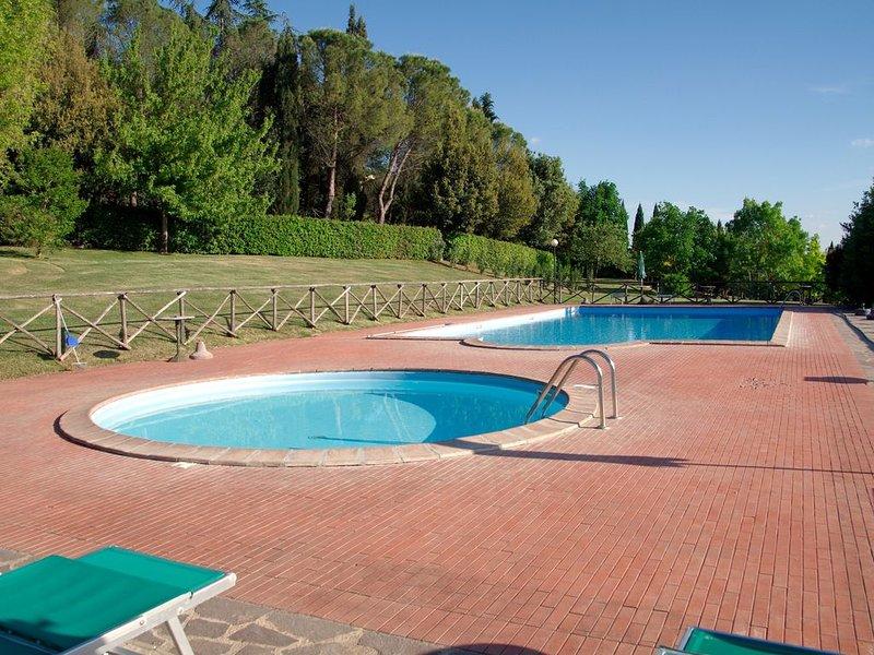 Leccino-Le Gorghe di Valmarino Residence in Umbria 5km da Perugia Piscina e WIFI, holiday rental in Corciano