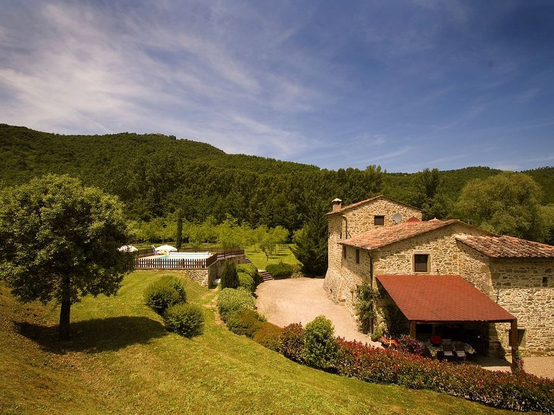 A beautifully restored 17th century mill with lovely pool, holiday rental in Monterchi