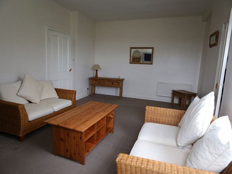 Central Ayrshire, Twin /Double, Free Wifi & Secure Parking, holiday rental in Fenwick