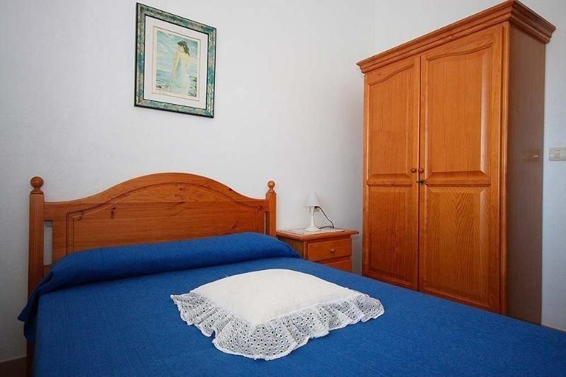 Apartamento - 2 Dormitorios - 102066, holiday rental in A Virxe Do Camino