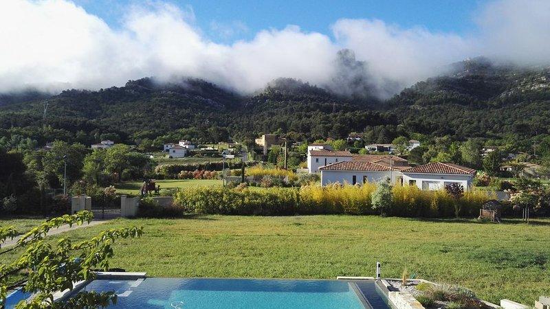 Entre Soleil et Horizon – Magnifique villa contemporaine avec vue féérique, aluguéis de temporada em Plan De Cuques