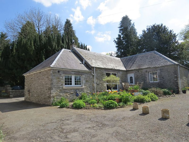 Colterscleuch, spacious rural Scottish Borders cottage just 10 mins from town., vacation rental in Eskdalemuir