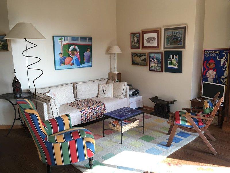 A 250m de la mer,  au calme, appartement charme a/c jardinet privatif, holiday rental in Saint-Jean-de-Luz