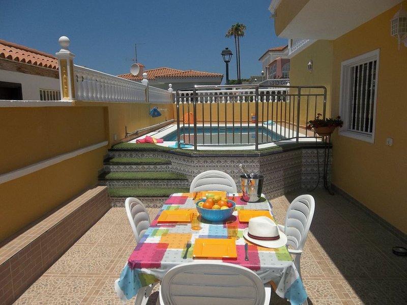 Tranquil 2 Bedroom Villa. Near Los Cristianos. Sleeps 6 guests., location de vacances à Buzanada