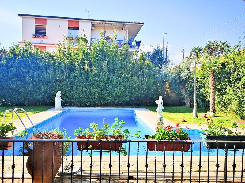 VILLA ROSYIANO-with garden and private swimming pool Catania Etna Taormina, holiday rental in Misterbianco