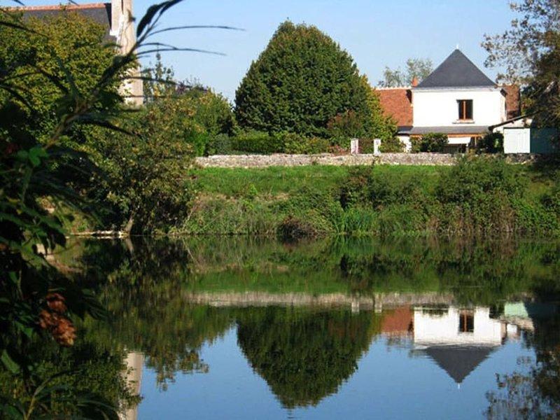 En TOURAINE, Vue imprenable sur le CHER au coeur des chateaux de LOIRE, holiday rental in Montlouis-sur-Loire