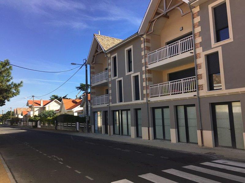 Bel appartement + terrasse, 100m plage, vacation rental in Lacanau