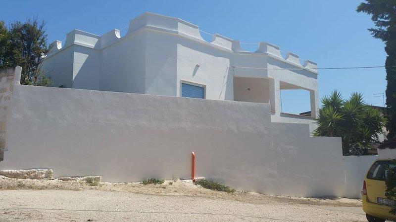villa a 150 mt dal mare nell'alto Salento, holiday rental in Monacizzo-Librari-Truglione