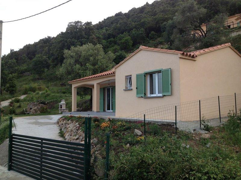 Villa  au calme, clôturé, tout confort, 5 mn en voiture de la mer. Classée 3*MT, holiday rental in Lugo-di-Nazza