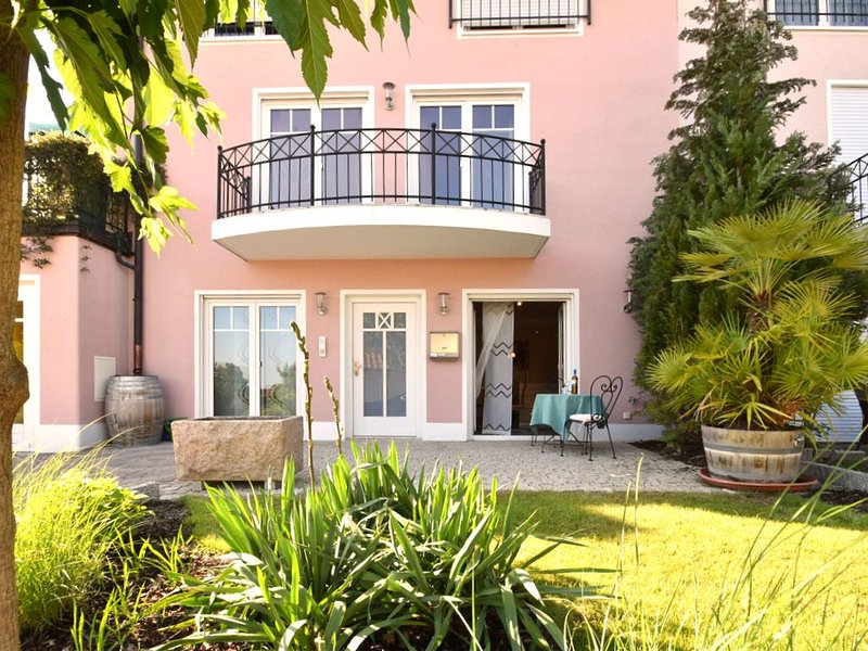 Lovely flat in Deggendorf with luxurious furnishings with southern flair, holiday rental in Deggendorf