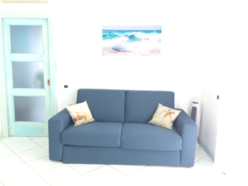 l'appartamento è posto al 5 e ultimo piano di una casa su due livelli., holiday rental in Cagliari