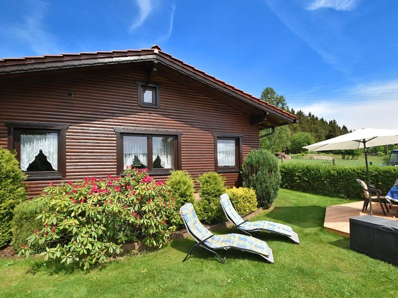 Gorgeous holiday home in Altenfeld Thuringia with parking, casa vacanza a Frauenwald