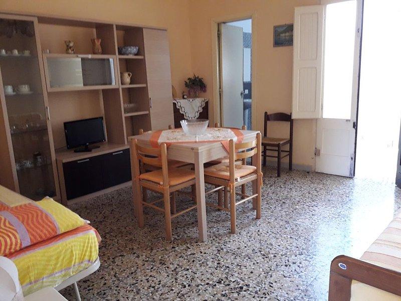 Roca _ Bilocale a 50 m dal mare, holiday rental in Roca Vecchia
