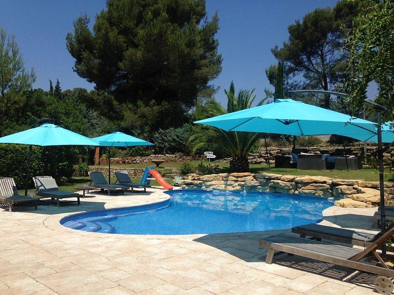 Magnifique villa avec piscine privée, salle de sport, terrain de boules privé, vacation rental in Le Castellet