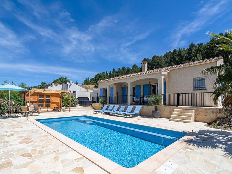 Holiday villa with aircon, Jacuzzi, private swimming pool, playground and more, holiday rental in Rieux Minervois