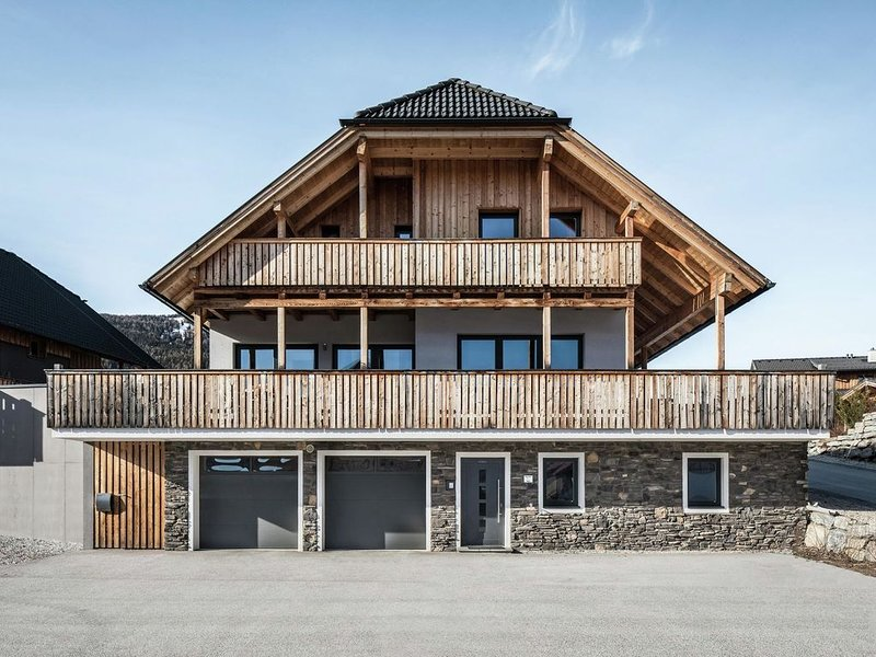 Chalet on a Ski-Slope in Mauterndorf with Sauna & Jacuzzi, vacation rental in Mauterndorf