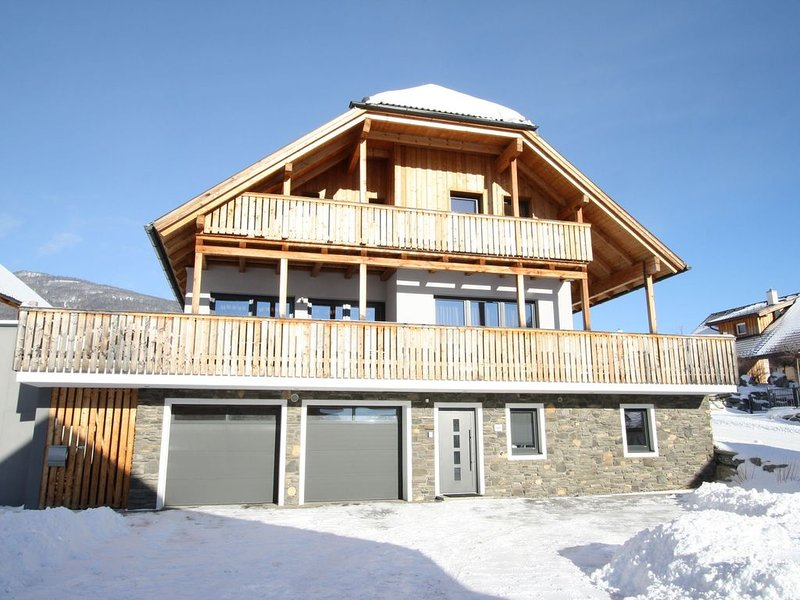 Chalet on a Ski-Slope in Mauterndorf with Sauna & Jacuzzi, holiday rental in Lessach