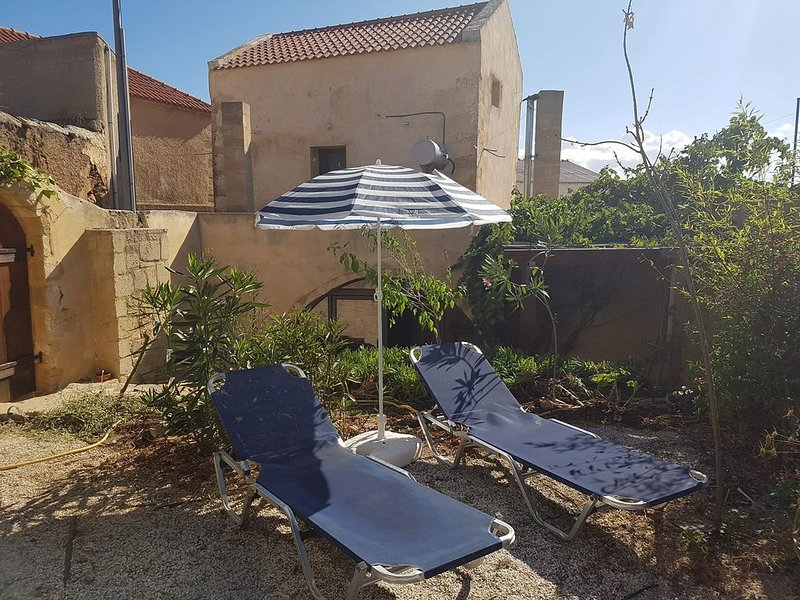 Traditional Cretan Village House, holiday rental in Afrata