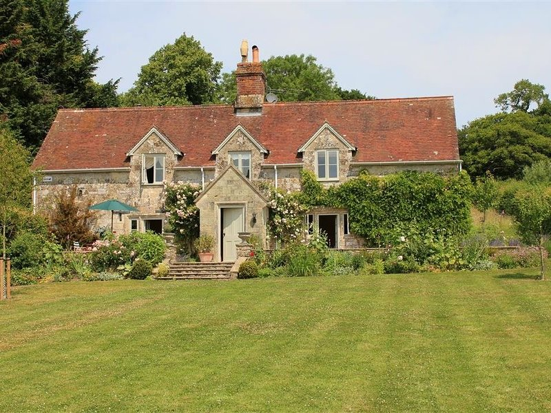 West Hatch Cottage, TISBURY, NEAR BATH, casa vacanza a Tisbury