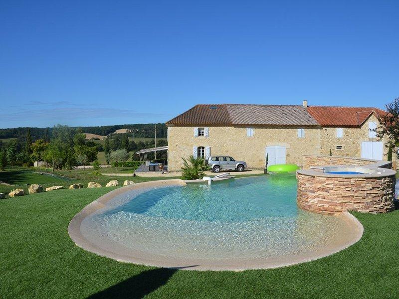 'La Borde' Ferme gersoise de caractère avec superbe piscine, jacuzzi,trampoline, aluguéis de temporada em Vic-Fezensac