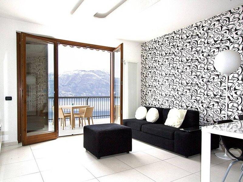 Stunning 1 bed apartment. Lake views. Large terrace., vacation rental in Brezzo di Bedero