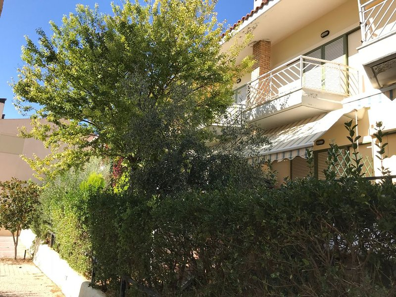 Ideal 3-floor Maisonette next to the sea, holiday rental in Polygyros