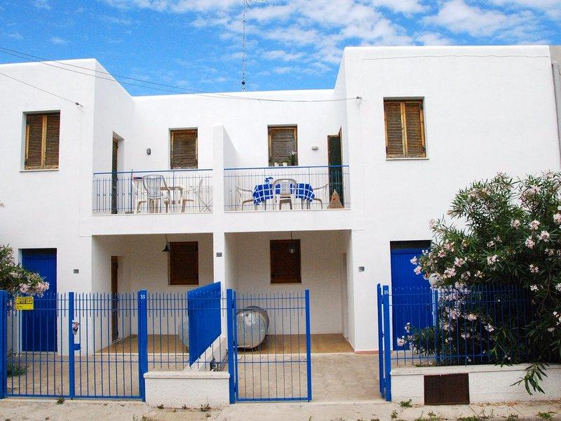 villetta bianca vicinanze centro e spiaggia di Porto Cesareo, holiday rental in Salmenta