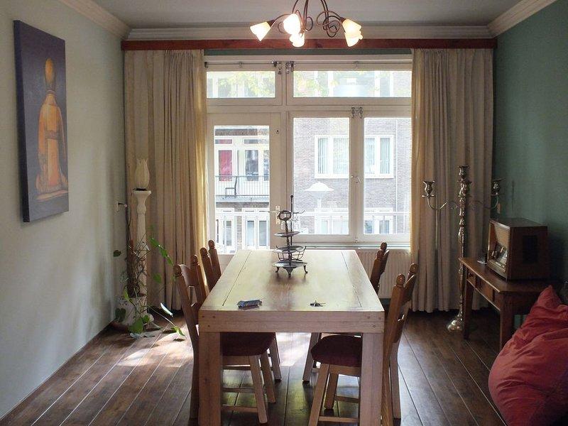 Groot en licht appartement bij het centrum, location de vacances à Zwanenburg