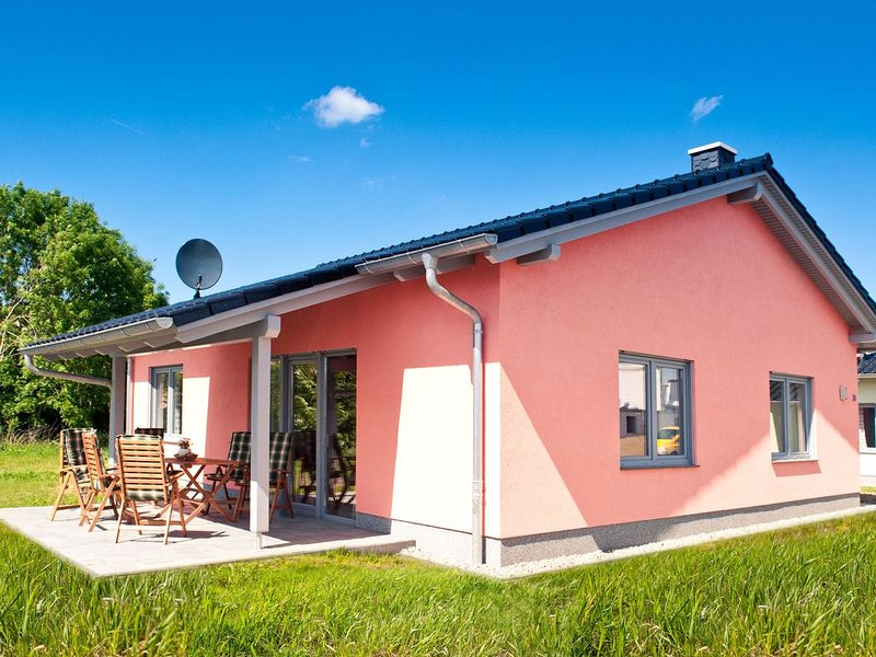 Cozy Holiday Home in Zierow near Baltic Sea Beach, holiday rental in Zierow