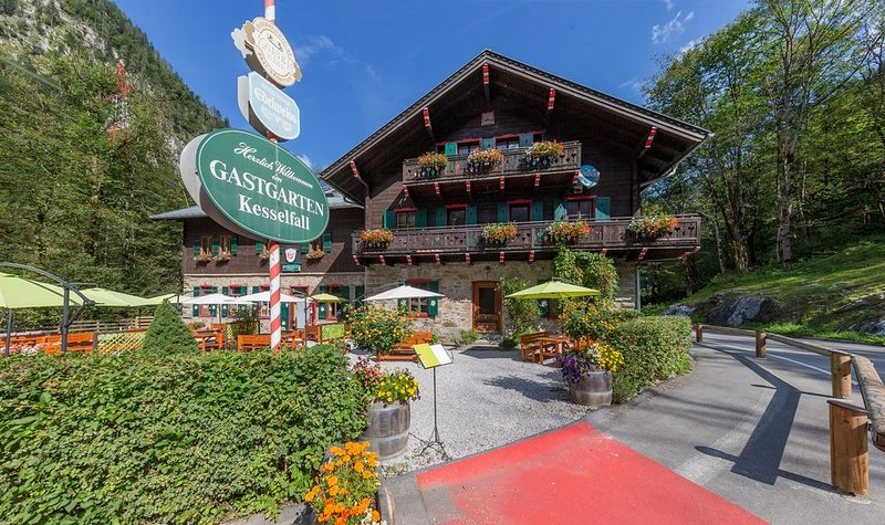 Charlet at the foot of the Kitzsteinhorn lift, with stunning mountain views, holiday rental in Kaprun
