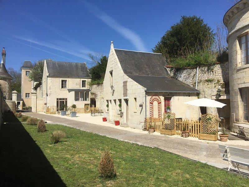 Cottage de la Tour 4 pers, piscine parc -Meublé de tourisme 5* Azay le rideau, holiday rental in Azay-le-Rideau