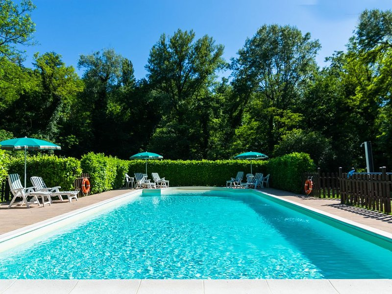 Farmhouse in Gubbio with Jacuzzi, Swimming Pool, Garden, holiday rental in Pietralunga