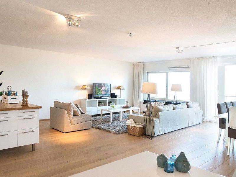 Modern Apartment in The Hague with Balcony, Ferienwohnung in Den Haag