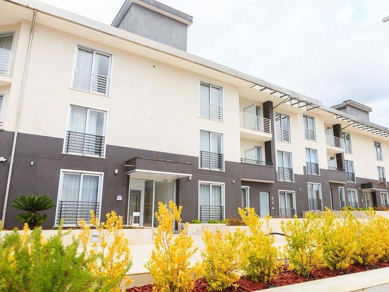 Appartamento Deluxe al Vignadonica Resort moderno e funzionale., holiday rental in San Potito Ultra