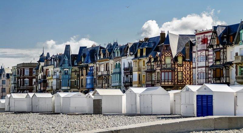 A 5O mètres de la plage, très beau DUPLEX dans Villa de la Belle Epoque, vacation rental in Mers-les-Bains