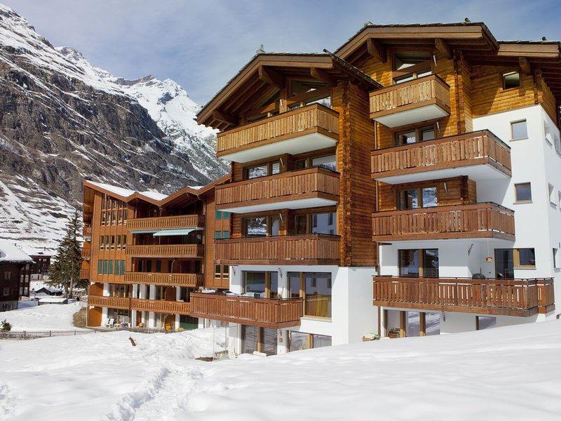Nosso prédio (Haus Maoli) visto do caminho através de nosso campo no inverno