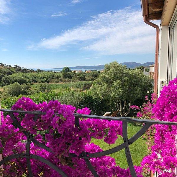 Splendido villino a schiera a 900 mt dal mare, vacation rental in Case Peschiera-lu Fraili